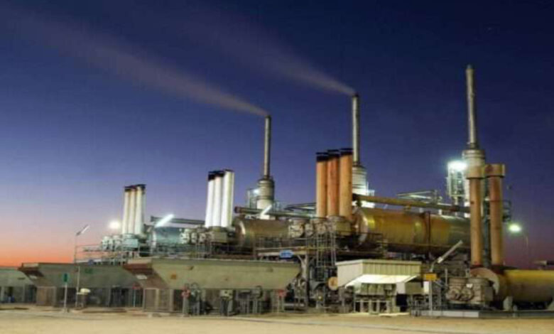 Kuwait's Oil Revenues Drop Last Year By About 42.5 Percent