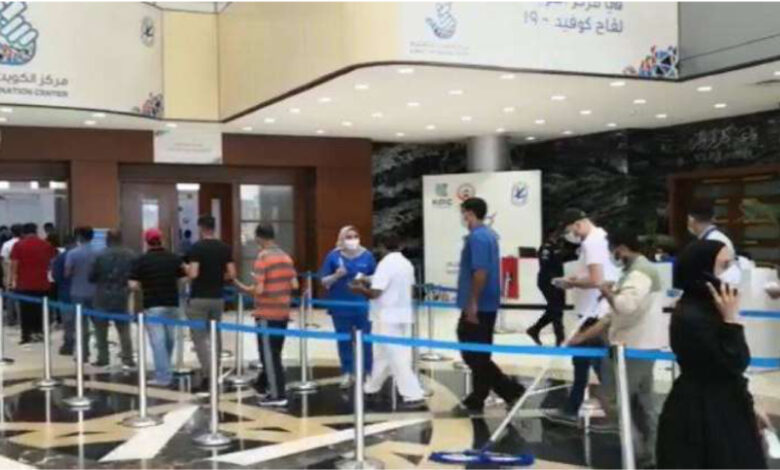 Vaccination Center Running Smoothly Despite Severe Crowding